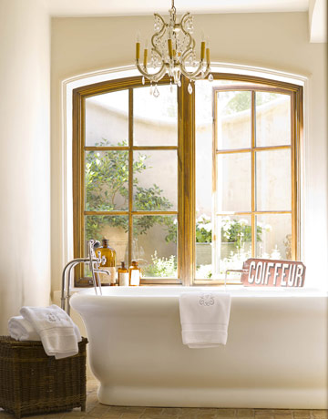 chandelier_bath_dana_lyon_designer_house_beautiful