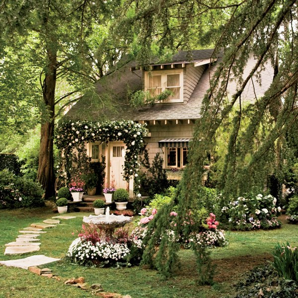 great-gatsby-movie-set-design-04-nick-carraway-cottage-exterior