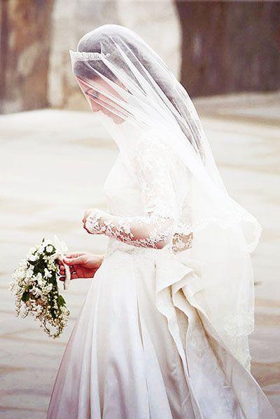 kate wedding dress royal wedding