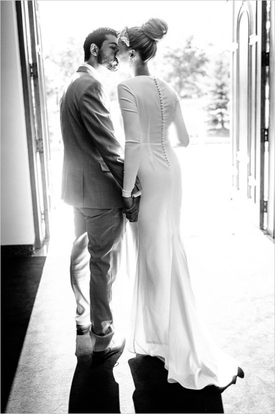 wedding light black and white beautiful church door kiss