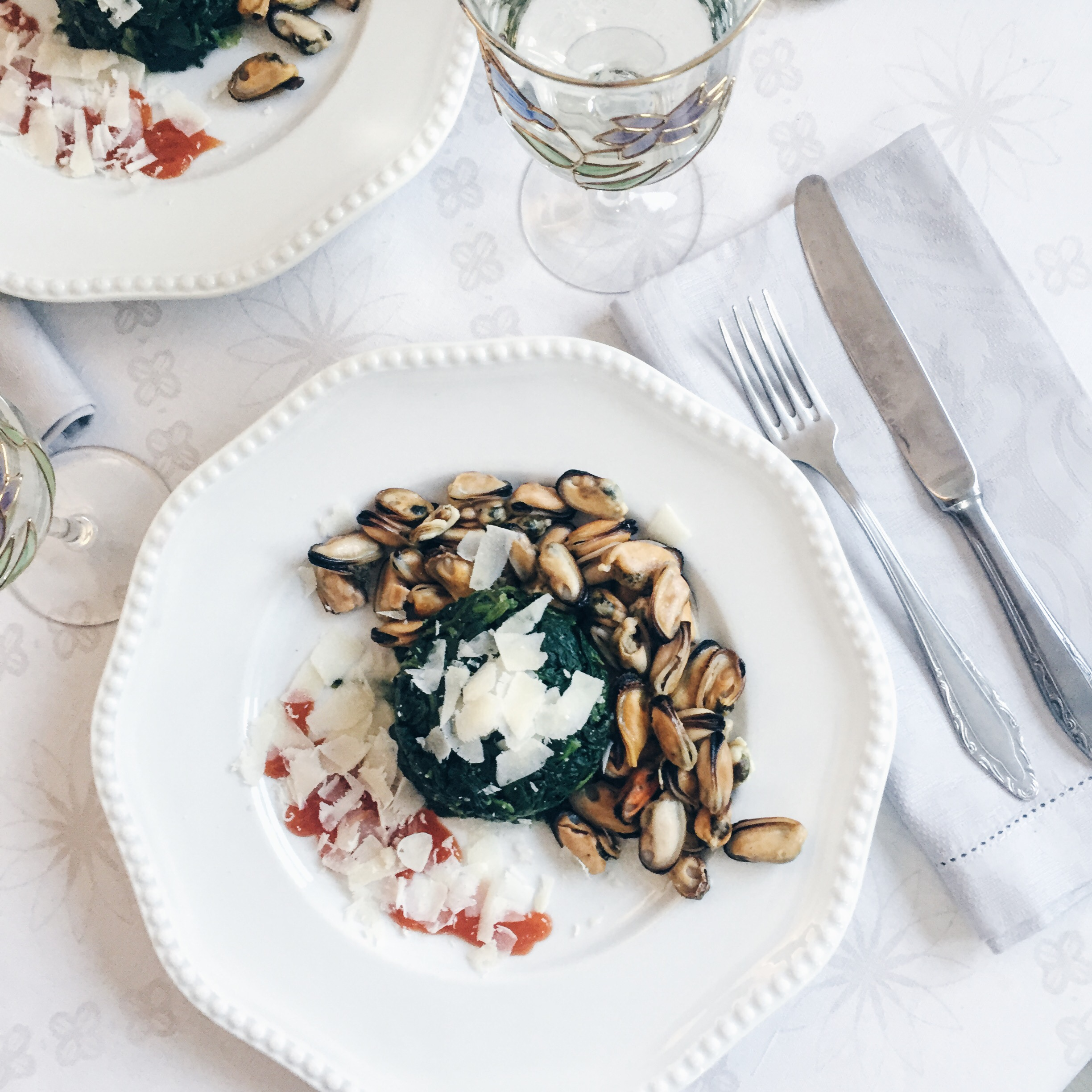 @pfairytale Mussels with Spinach Sautée and Hot Chilli Sauce