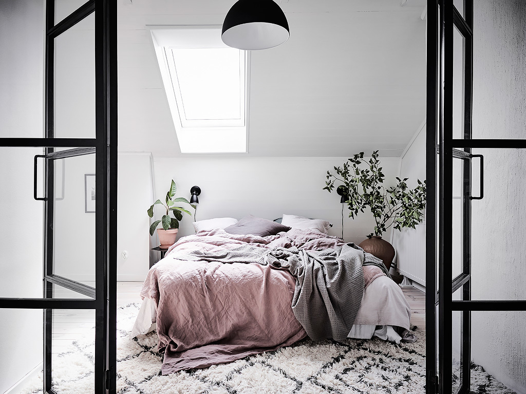@projectfairytale: Light Apartment with a Dreamy Bedroom