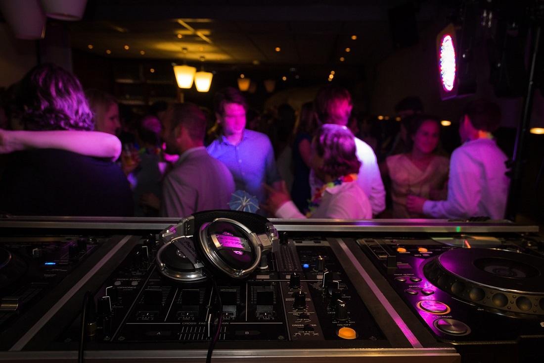 @projectfairytale: CHOOSING THE BEST DJ FOR YOUR WEDDING